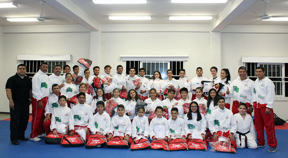 Entrega kit deportivo tae kwon do (7)