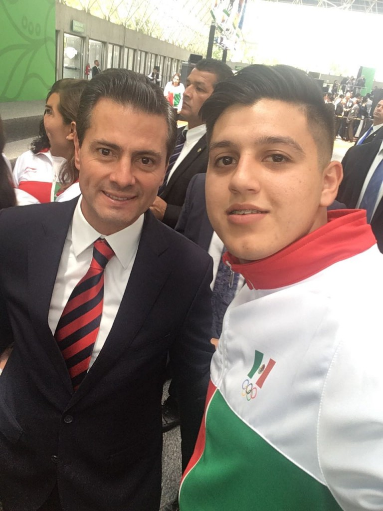 Eduardo Torres abanderamiento (2)